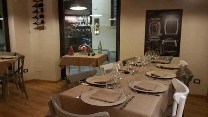 Interno - Mezzolitro Vini e Cucina, Rho