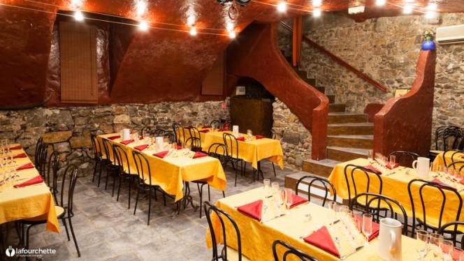 Salle du restaurant - Cabaret L'Âne Rouge, Lyon
