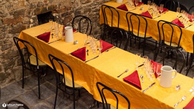 Vue des tables - Cabaret L'Âne Rouge, Lyon