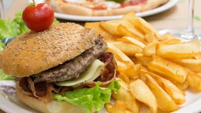 Hamburger e patatine - Gezin Pub, Rome