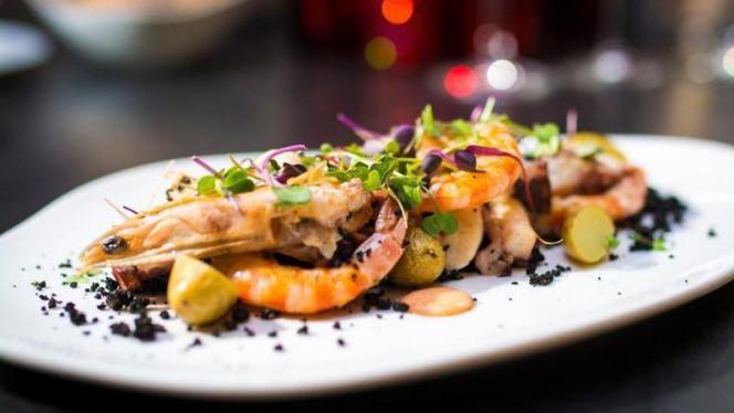 """Pulpo y langostinos """"a la flama"""" con patatas confitadas y emulsión de kimchi - 3 - Hotel Granados 83, Barcelona"""