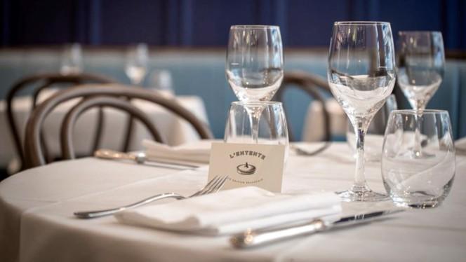 Table dressée - L'Entente Le British Brasserie, Paris