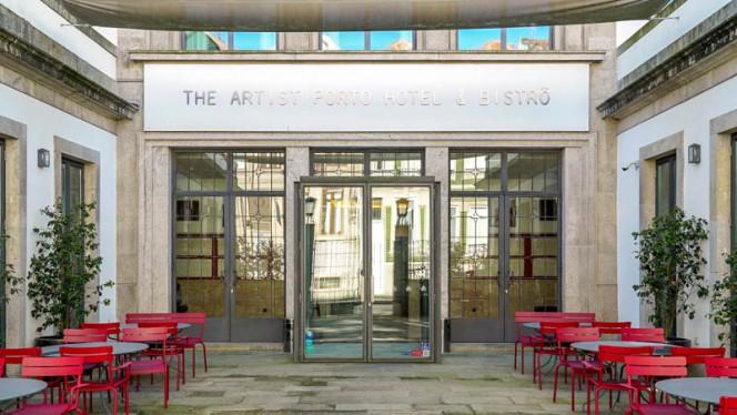 Entrada - A Escola by The Artist, Porto