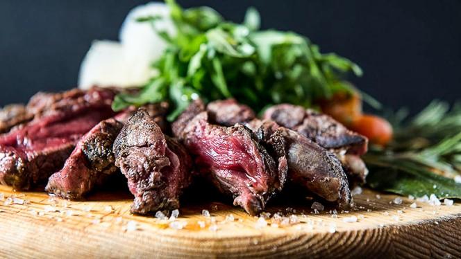 Carne rossa con insalata - Azienda Cucineria, Rome