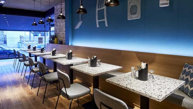 Vue des tables - Declercq Café-Garage,