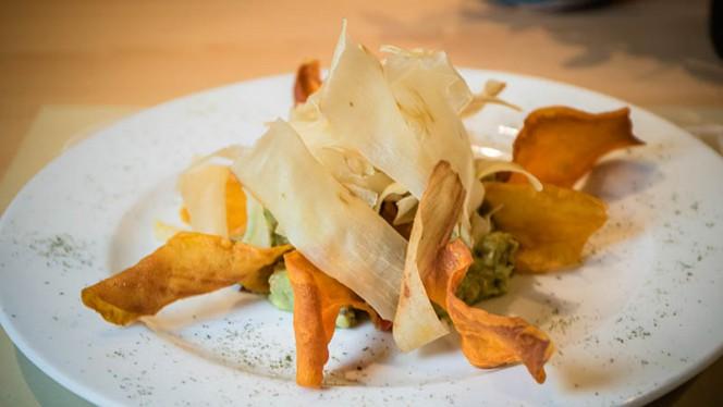 Guacamole con chips vegetales - A Contracorriente, Valencia