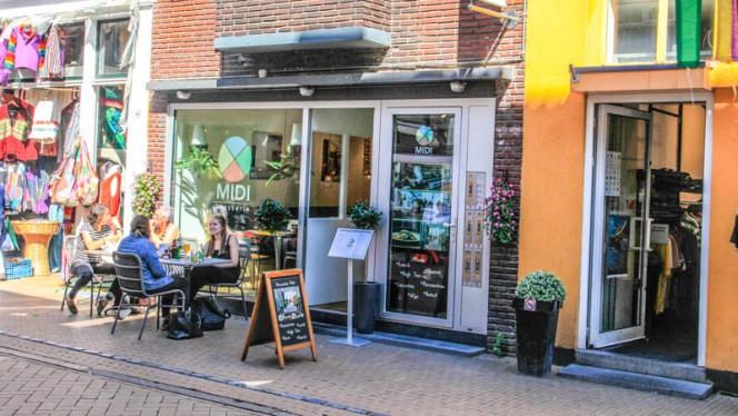 Gelegen in de altijd gezellige Folkingestraat - Brasserie Midi, Groningen