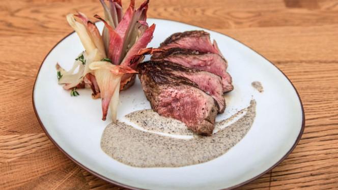 Specialiteit: Steak met truffel - Brasserie Midi, Groningen