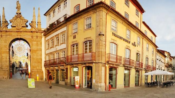 Fachada do restaurante - Lado B - Braga, Braga