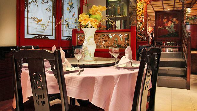 mesa montada con flores - Ta-Tung, Barcelona