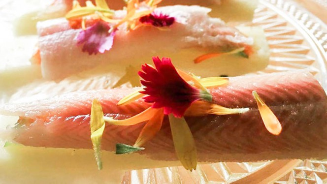 Anguila ahumada , queso manchego y manzana - El Mirador de Calpe,