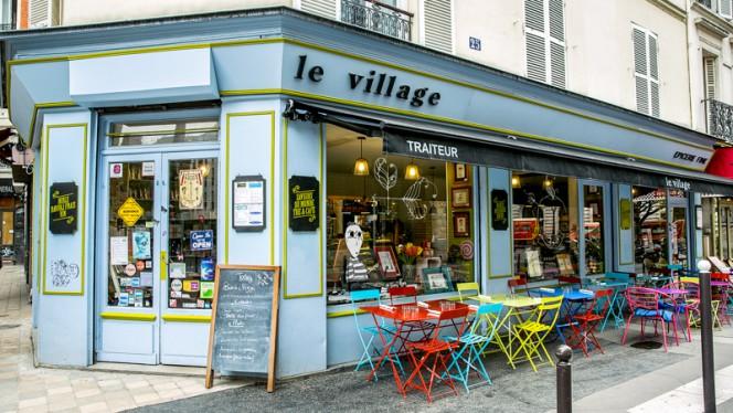 Devanture - Le Village, Paris