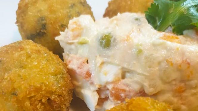 Croquetas de la abuela caseras (jamon, espinacas y langostinos con trufa) - Garden fried chicken, Madrid