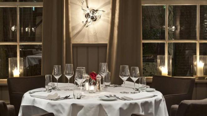 Gedekte tafel met linnen in restaurant De Klomp - Herberg De Klomp, Vilsteren