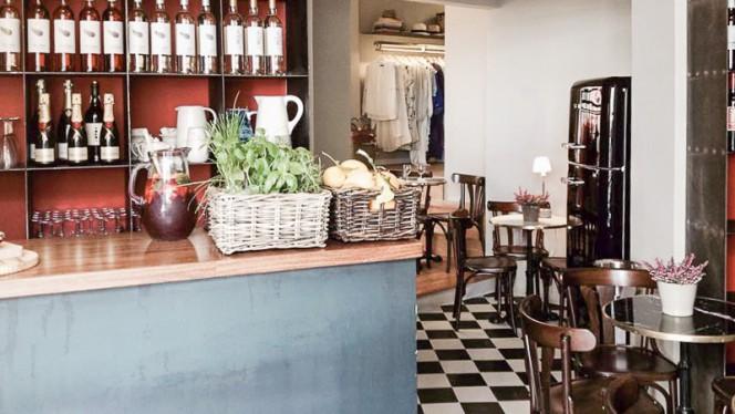 Inside the Bar - Casa da Praia, Tapas e Wine Bar, Lisboa