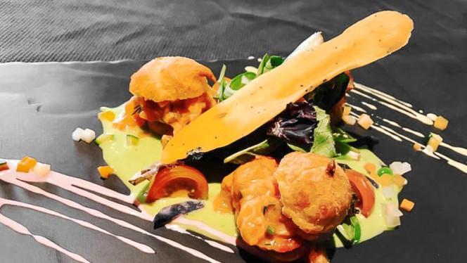 Chouquettes de tartare de truite au coulis d'asperges vertes - A La Guill on Dine, Lyon