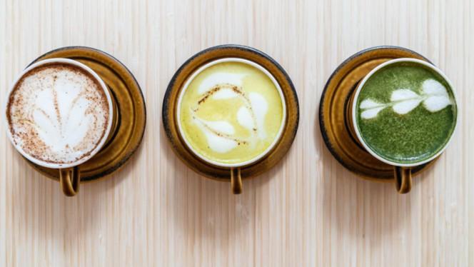 Different lattes - HUG THE TEA, Den Haag