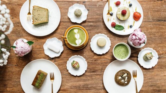 Matcha tea & sweets - HUG THE TEA, Den Haag