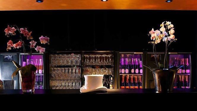 Bar - Le Dîner Spectacle La Bonbonnière, Lille
