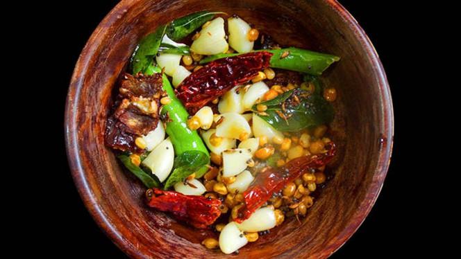Il chutney, chiamato anche chatney o chatni, è una salsa piccante dalla consistenza densa usata come condimento nella cucina indiana e pakistana. - Ganesha India - Ristorante Indiano, Rome