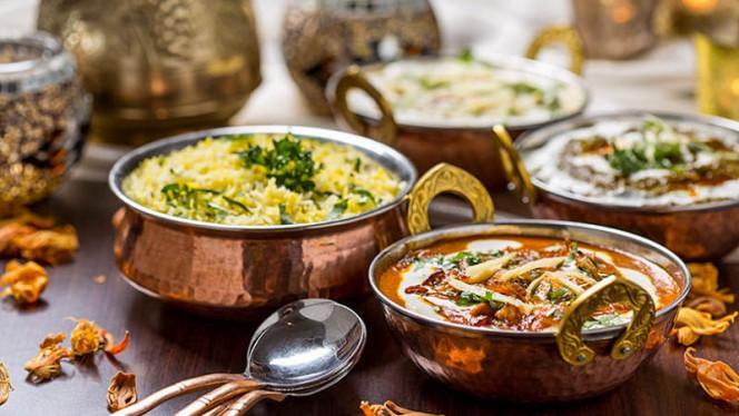 Piatto fondamentale della cucina indiana, il Dhal è una ricetta a base di lenticchie, che si consumano ridotte in crema e accompagnate da riso basmati, cotto a parte. - Ganesha India - Ristorante Indiano, Rome