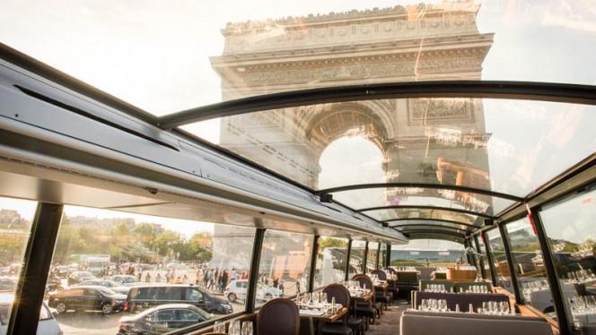 Arc de Triomphe - Bustronome, Paris