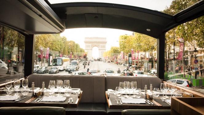 Champs Elysées - Bustronome, Paris