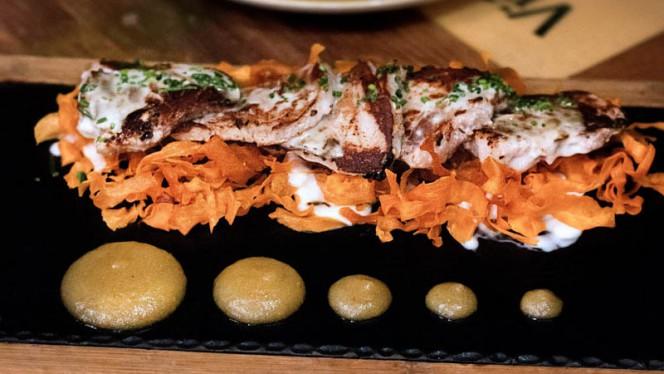 Solomillo ibérico con chips de batata - Rosi La Loca Taberna, Madrid