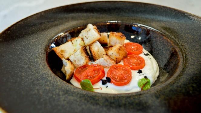 Crema di Burrata con pomodorini Confit e crostini di pane - Il Pentolino, Torino
