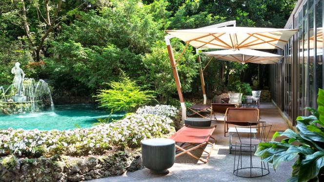 Garden - Front Gazebo - HClub Diana Restaurant, Milan