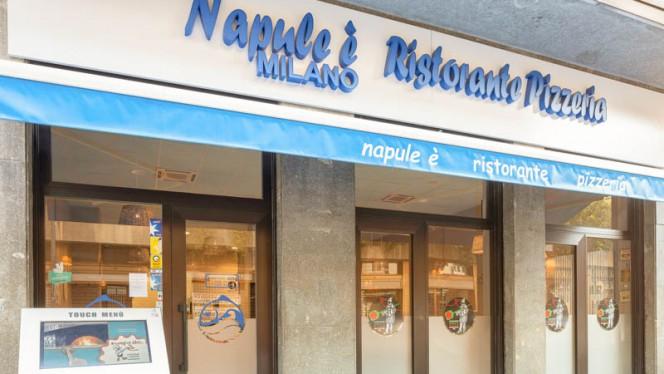Entrata - Napule è Milano, Milan