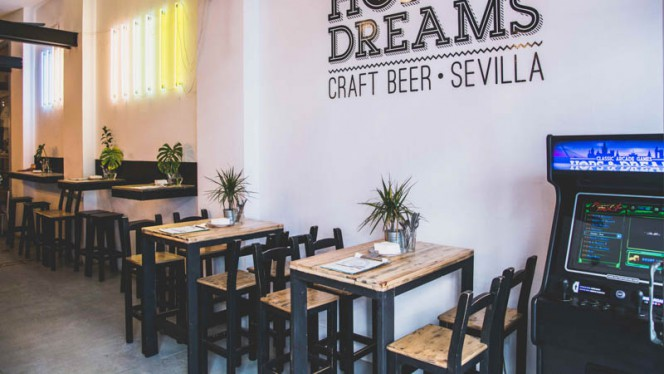 Vista de la sala - Hops and Dreams, Sevilla