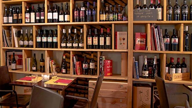 La sala con i vini - Enoteca il Pentagrappolo, Rome