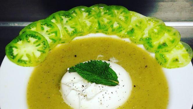 Soupe de Tee Green et sa barrata au poivre endémique - Le Pierre Scize, Lyon