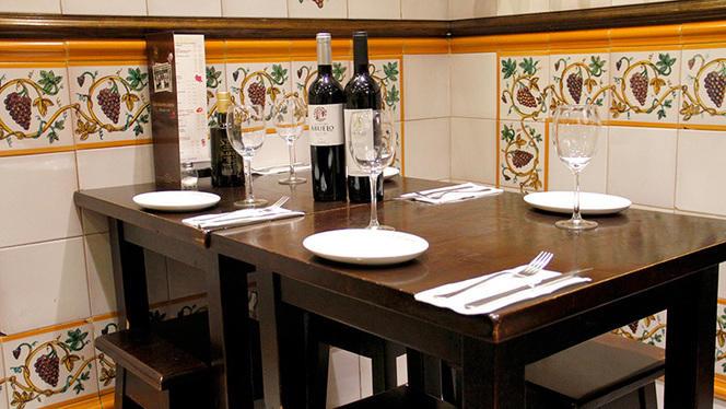 Detalle mesa - La Casa del Abuelo - Goya, Madrid