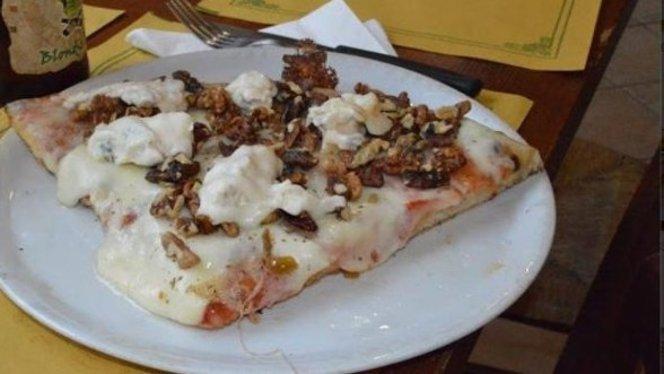pizza con noci - La Bottega della pizza, Sesto San Giovanni