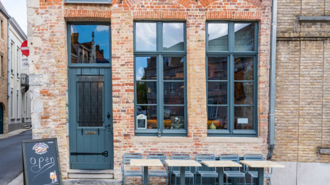 entrée - Belgian Pigeon House, Bruges
