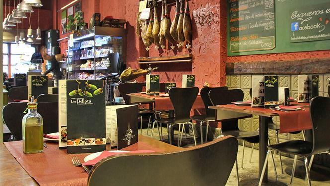 mesas montadas de mediodía - Los Bellota Sagrada Familia, Barcelona