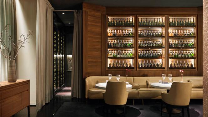 Wine Cellar and Main Restaurant - VUN Andrea Aprea, Milan