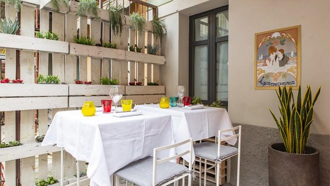 Tavolo esterno - Lostricheria, Bergamo