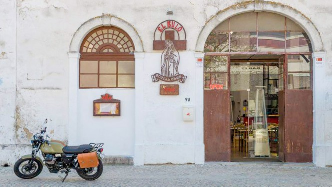 Entrada - El bulo Social Club by Chakall, Lisboa