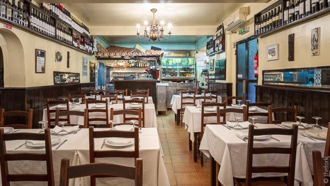 sala do restaurante - Tasca do Manel, Lisbon