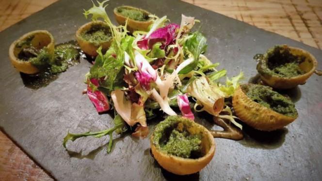 Croustilles d'escargots en persillade - Le Colimaçon, Paris