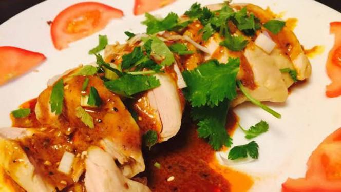 Cuisse de poulet a la sauce du chef - Chez Trois, Paris