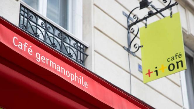 enseigne - Café Titon, Paris