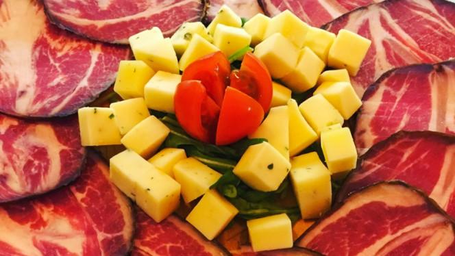 Tábua Salpicão Cachaço e Queijo Salsa e Alho - Pátio do Ló, Matosinhos