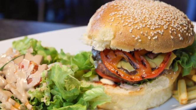 Burger 180gr maison - Le Tumbler,