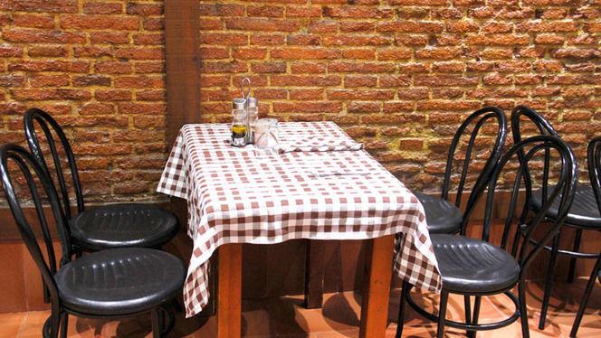 mesa interior - Retoñar, Madrid