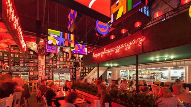Het restaurant - Happyhappyjoyjoy East, Amsterdam