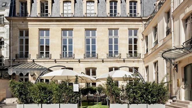 Terrasse ouverte lors des beaux jours - Le Poulpry, Paris